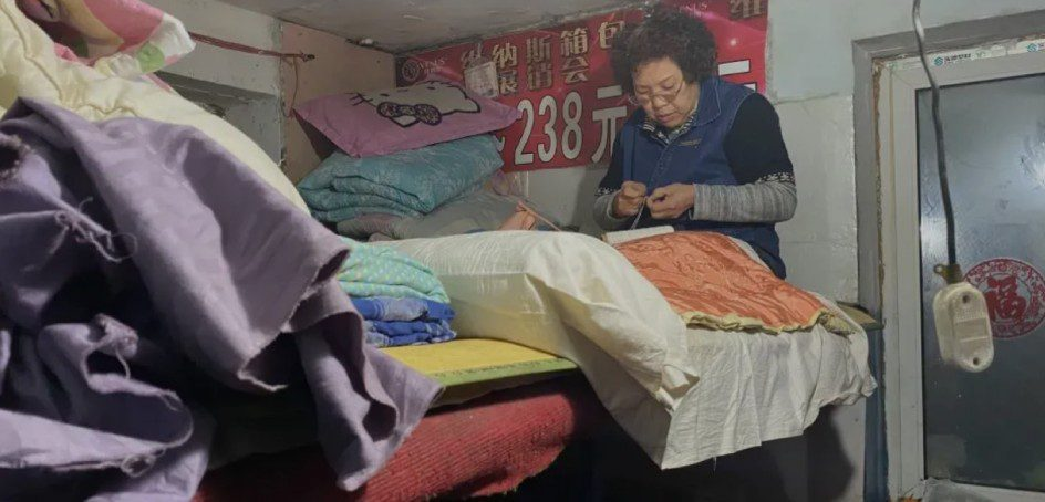 Women who live in a 1-dollar motel