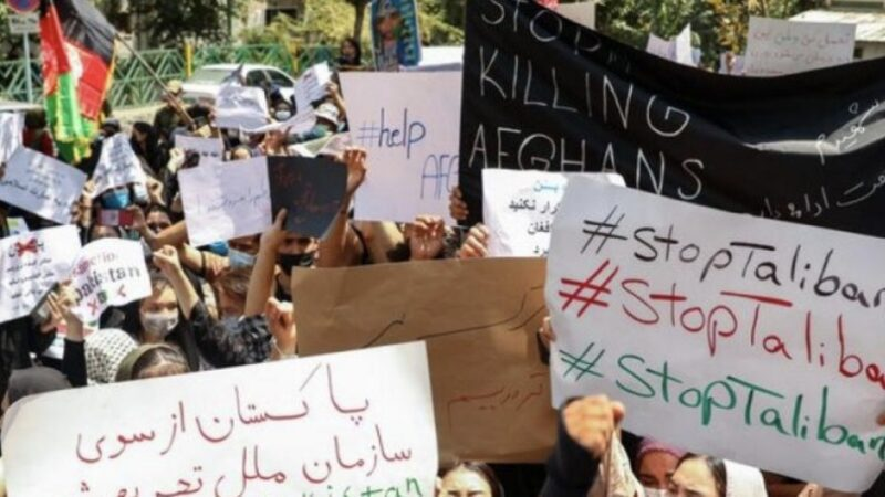 """Afghan women living in Qom chanted """"Death to Taliban supporters"""""""